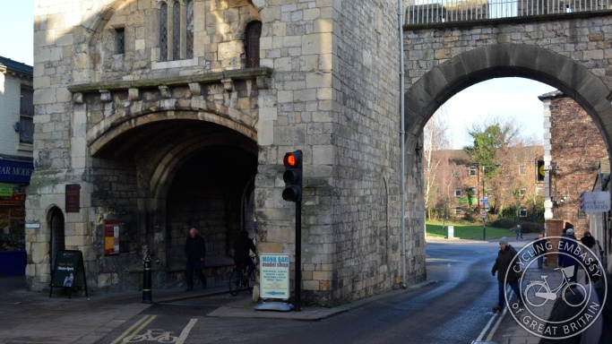 Cycle bypass of traffic lights Goodramgate York