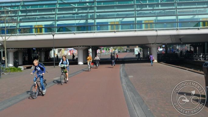 Houten railway station path