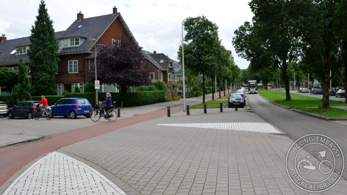 Kanaalweg Utrecht cycleway crossing side street