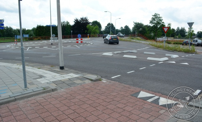 Temporary roundabout with cycle infrastructure