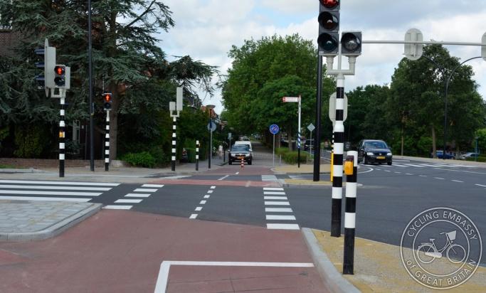 Service road cycle signals junction separation Maassluis Netherlands