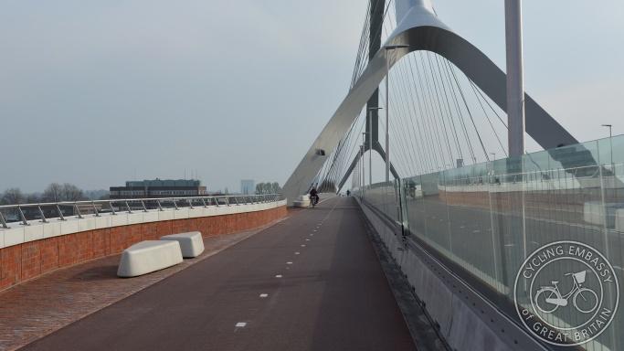 De Oversteek bridge cycleway crossing