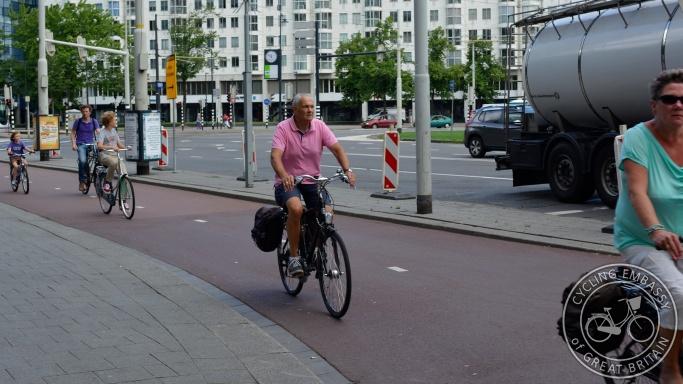 Bi-directional cycleway large roundabout Rotterdam