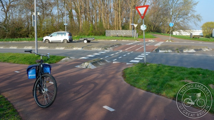 Non-priority cycle crossing Hoek van Holland