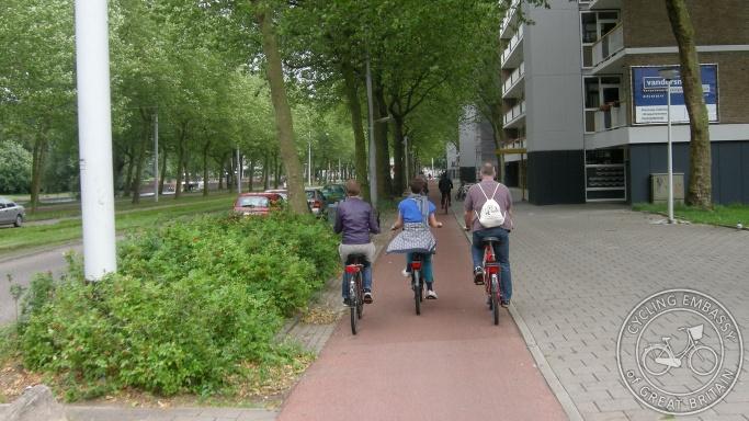 cycleway Amsterdam forgiving kerbing