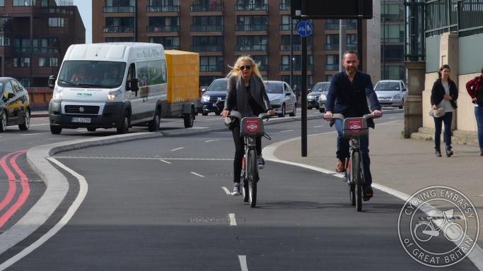 Bi-directional cycleway Vauxhall Bridge London