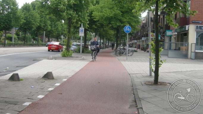 Side road priority cycleway Amsterdam