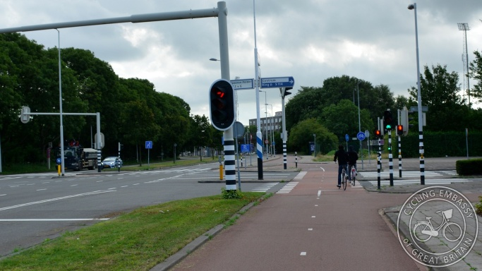 Bi-directional cycleway large signalised junction Rotterdam