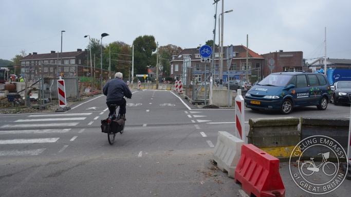 Cycle path through construction site Delft