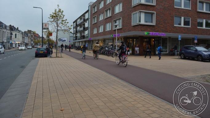 Side road cycleway continuous footway Amsterdamsestraatweg Utrecht
