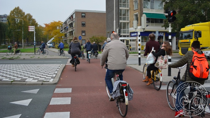 Protected junction cycle signals cycleway Gouda