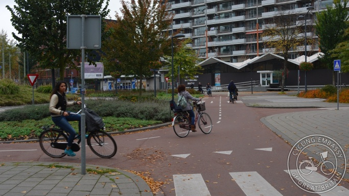 bi-directional cycleway roundabout Delft