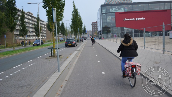 Bi-directional cycleway Gouda parking protected