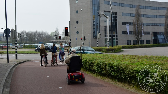 Roundabout bi-directional cycleway signalised Nijmegen