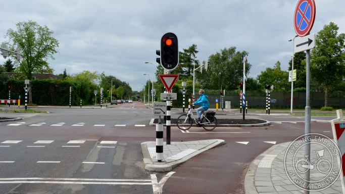 Cycle bypass traffic signals Utrecht