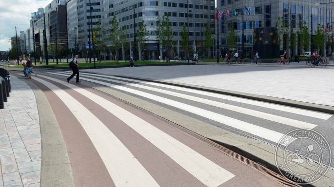 Cycleway zebra crossing Rotterdam Centraal