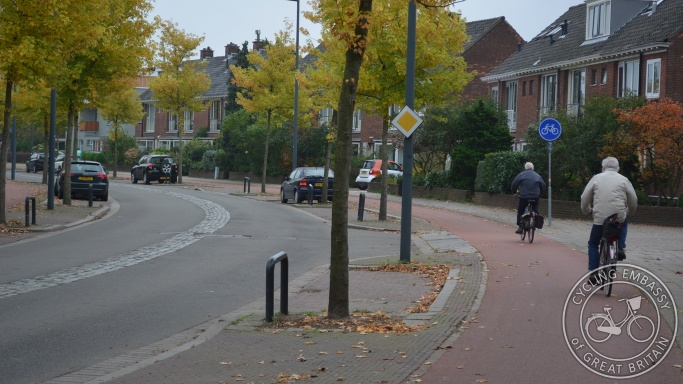 Cycleway parking protection side road priority Delft NL