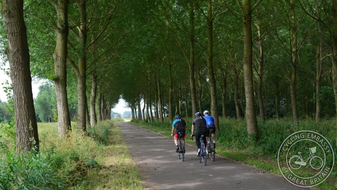 Rural cycle path Delft Zoetermeer