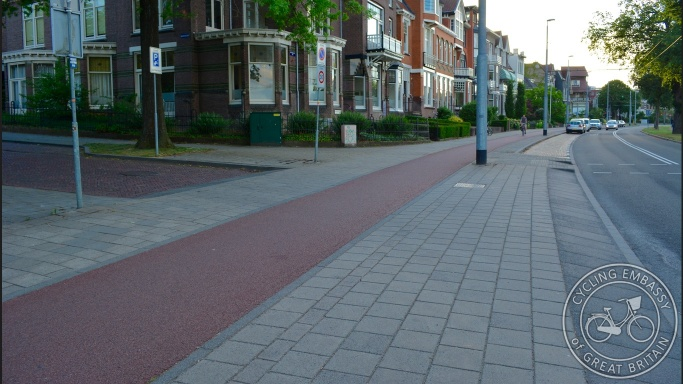 Side road cycleway continuous footway Arnhem