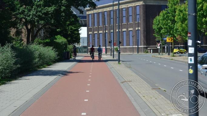 Bi-directional cycleway Delft