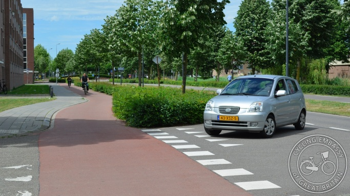 Cycleway with side road priority, 's-Hertogenbosch