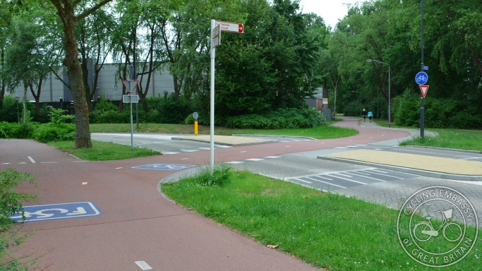 Priority crossing F59 fast cycle route Rosmalen