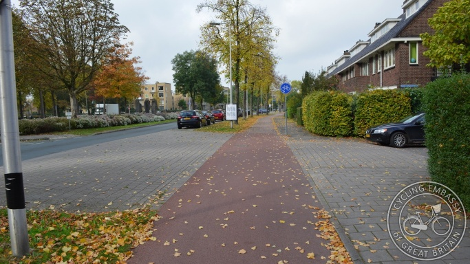 Side road cycleway continuous footway Utrecht