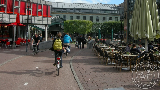 Cycle path Max Euweplein Amsterdam