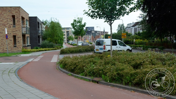 cycleway with side road priority, Assen, NL