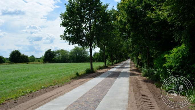 Rural cycle path, Appelscha, Drenthe, NL