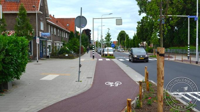 Parking protected cycleway, Nijmegen, NL