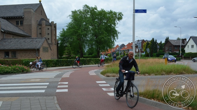 Roundabout with perimeter cycleway, Nijmegen, NL