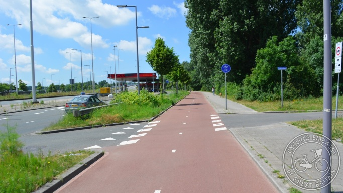 Bi-directional cycleway with separate footway and clear priority, Rotterdam, NL