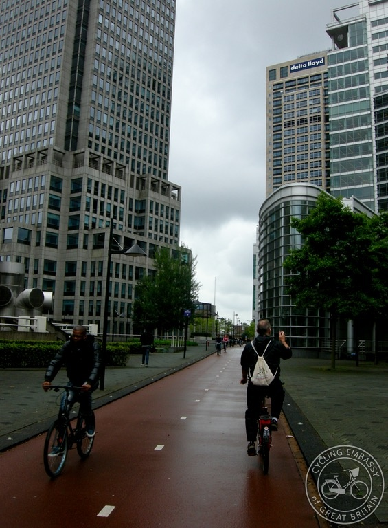 Bi-directional cycleway Amsterdam