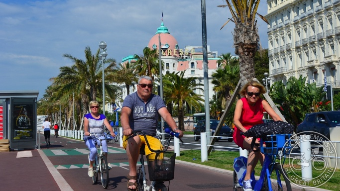 Bi-directional cycleway, Promenade des Anglais, Nice, France