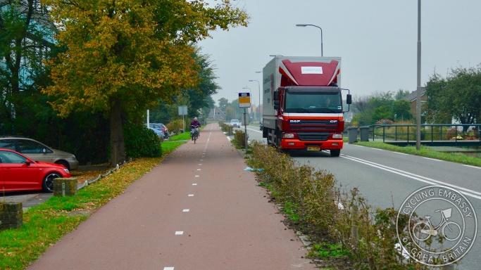 Bi-directional cycleway, Zoetermeer, NL