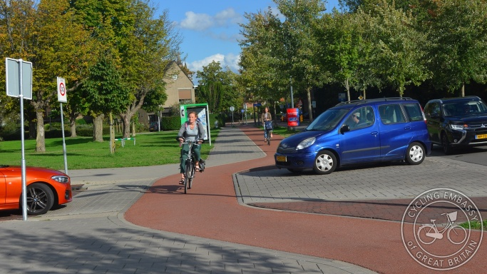 Cycleway crossing side road with priority, Delft, NL