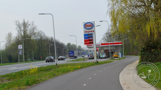 Bidirectional cycleway bypassing petrol station, Utrecht, NL