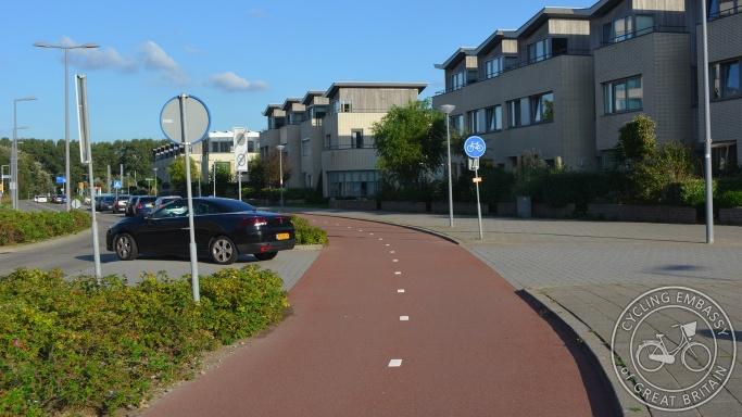 Bi-directional cycleway with side road priority, Hoek van Holland, NL