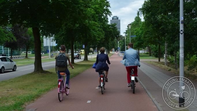 Bi-directional cycleway, Nijmegen, NL