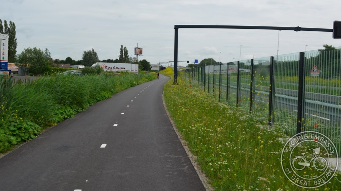 Bi-directional cycleway with noise barrier, Gouda, NL