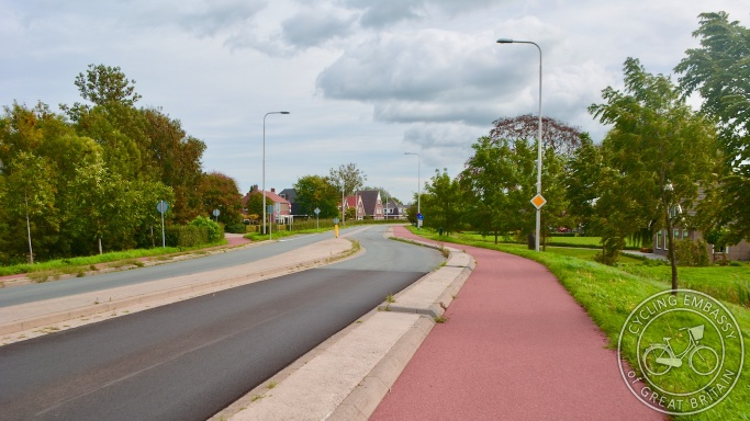 Protected cycleway with speed reduction deflection measure, Oudewater, NL