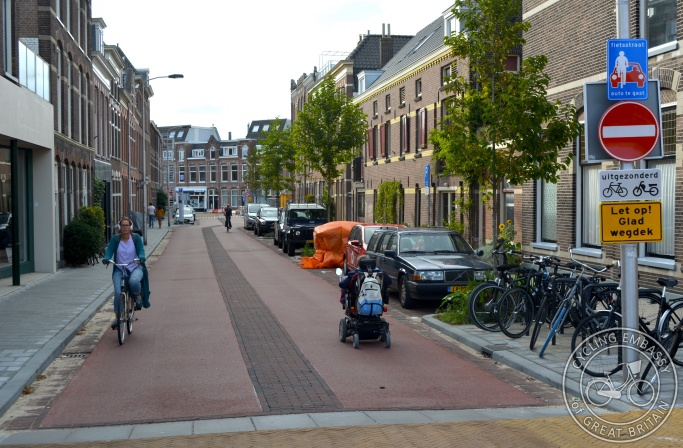 Two-way cycle street, Delft, NL