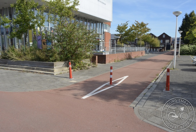 Cycle-only 'road' to primary school entrance, Delft, NL
