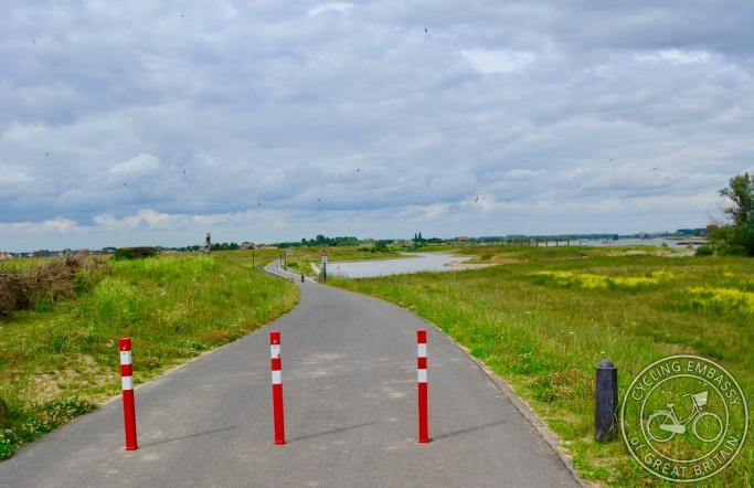 Cycle path, Lent, Nijmegen, NL