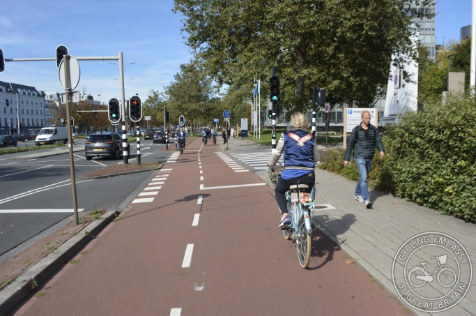 Protected bi-directional cycleway with separate signals for turning motor traffic, Den Haag, NL