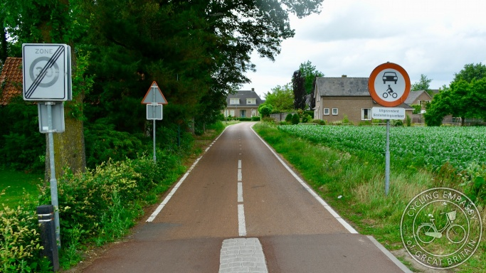 Cycle path with limited access for motor traffic, Geffen, NL