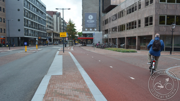 Protected cycleway, St Jacobstraat, Utrecht