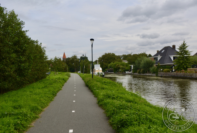 Cycle path running alongside river, Montfoort, The Netherlands