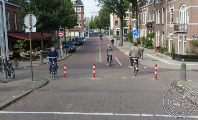 Two-way cycleway filtered permeability Amsterdam